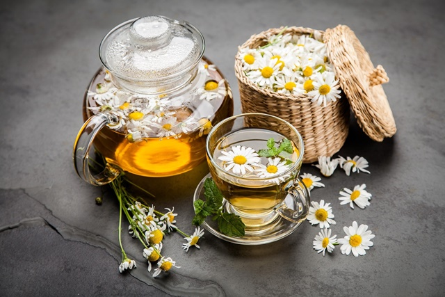 Uống trà thảo dược giúp giấc ngủ ngon, sâu hơn